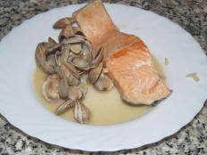Salmon with Clams Recipe